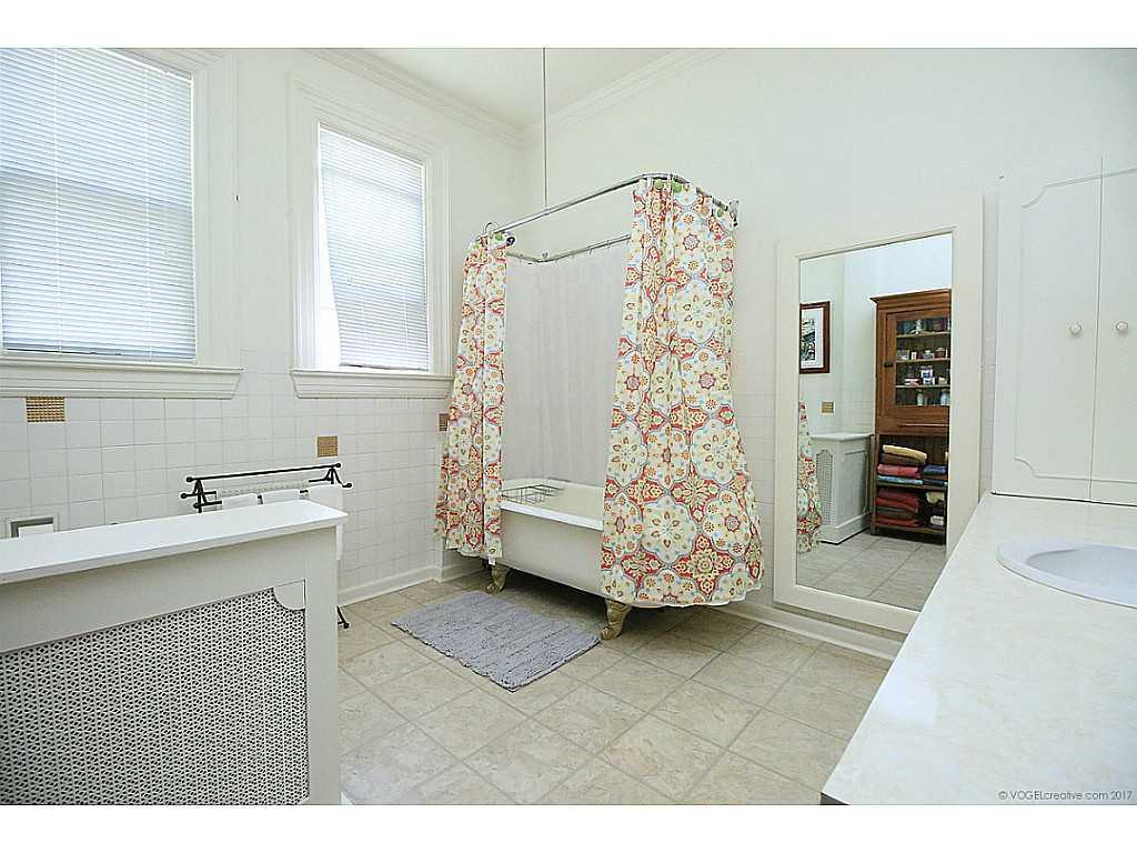 64 Charlton Avenue W  - Bathroom.