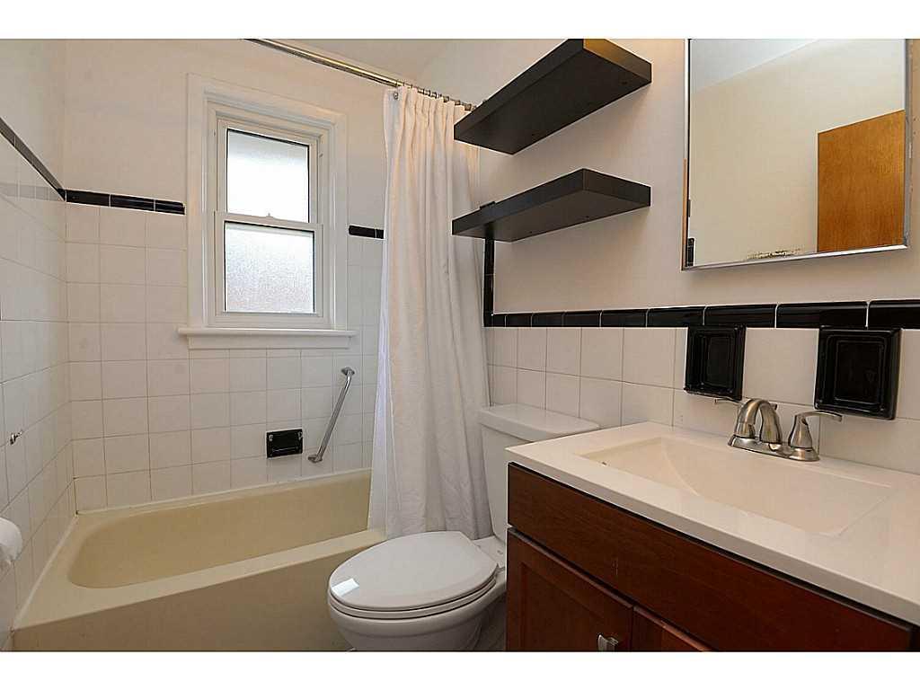 55 Burfield Avenue - Laundry room.
