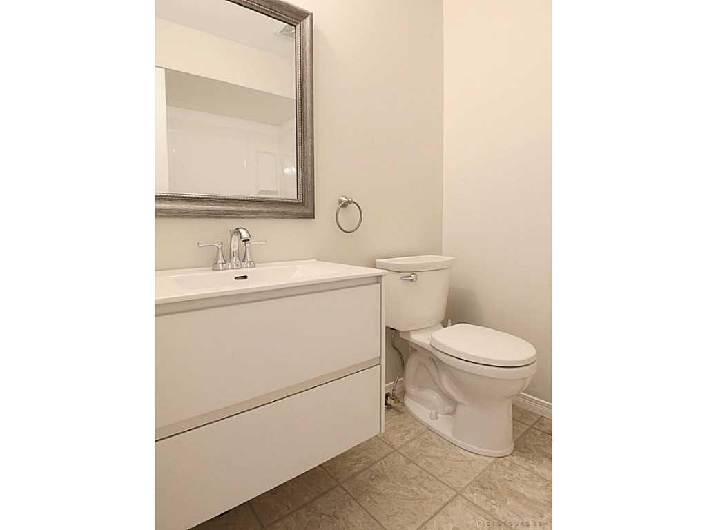 39-7 Davidson Boulevard - Bathroom.