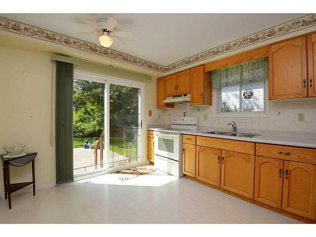 24 Linington Trail - Kitchen. Patio doors leading to private backyard and patio