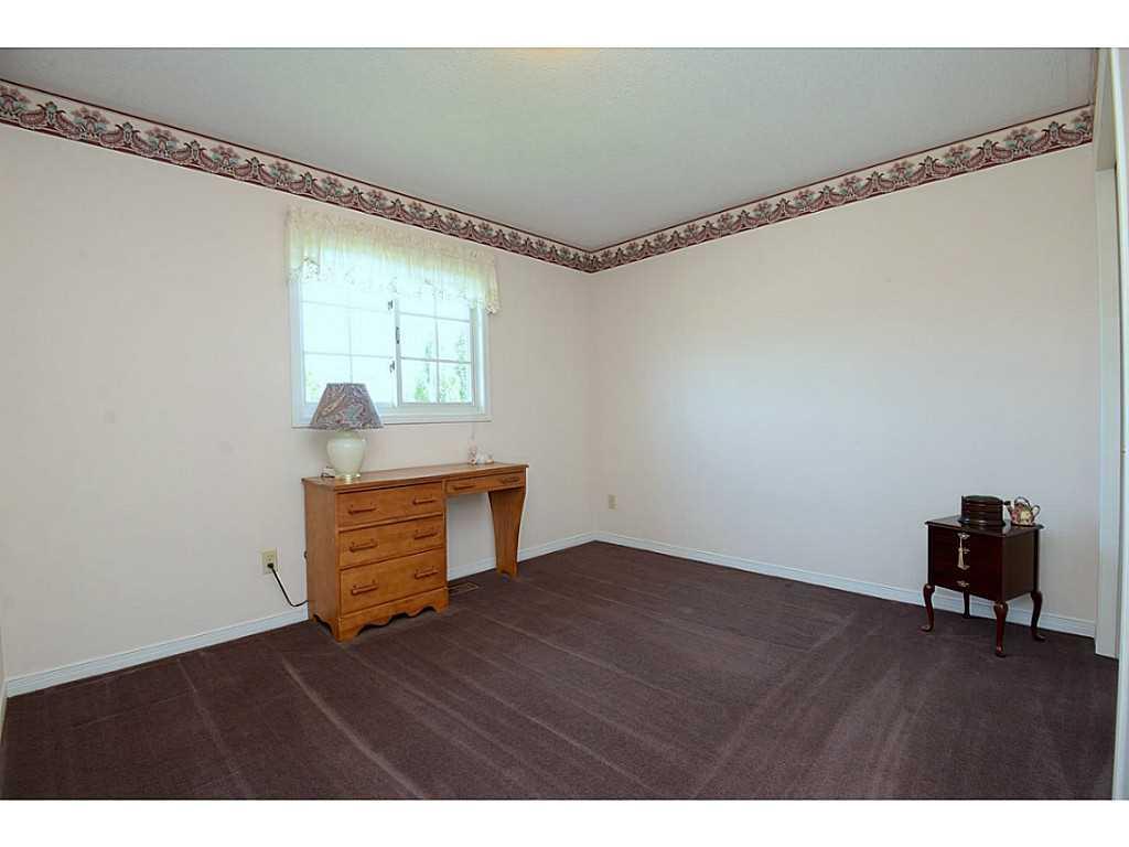 24 Linington Trail - Bedroom. 2nd bedroom on upper level. 4pc bath right beside.