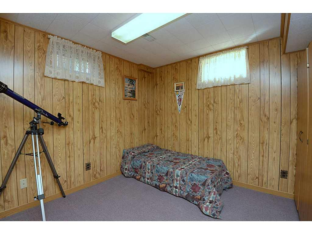 24 Linington Trail - Bedroom. Presently used as a bedroom, but also makes a great office or hobby room.