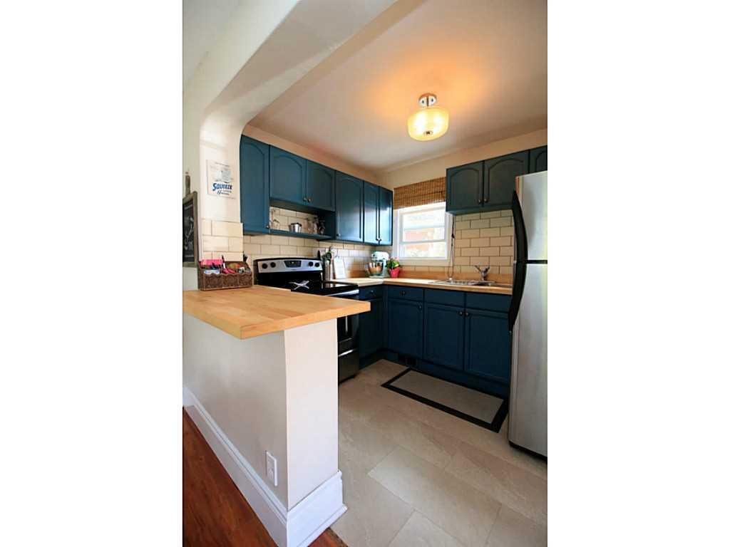 73 Peter Street - Kitchen.