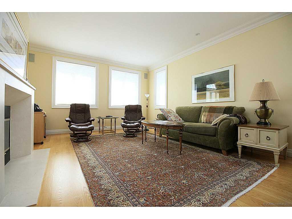 398 #8 Highway - Living Room. guest
