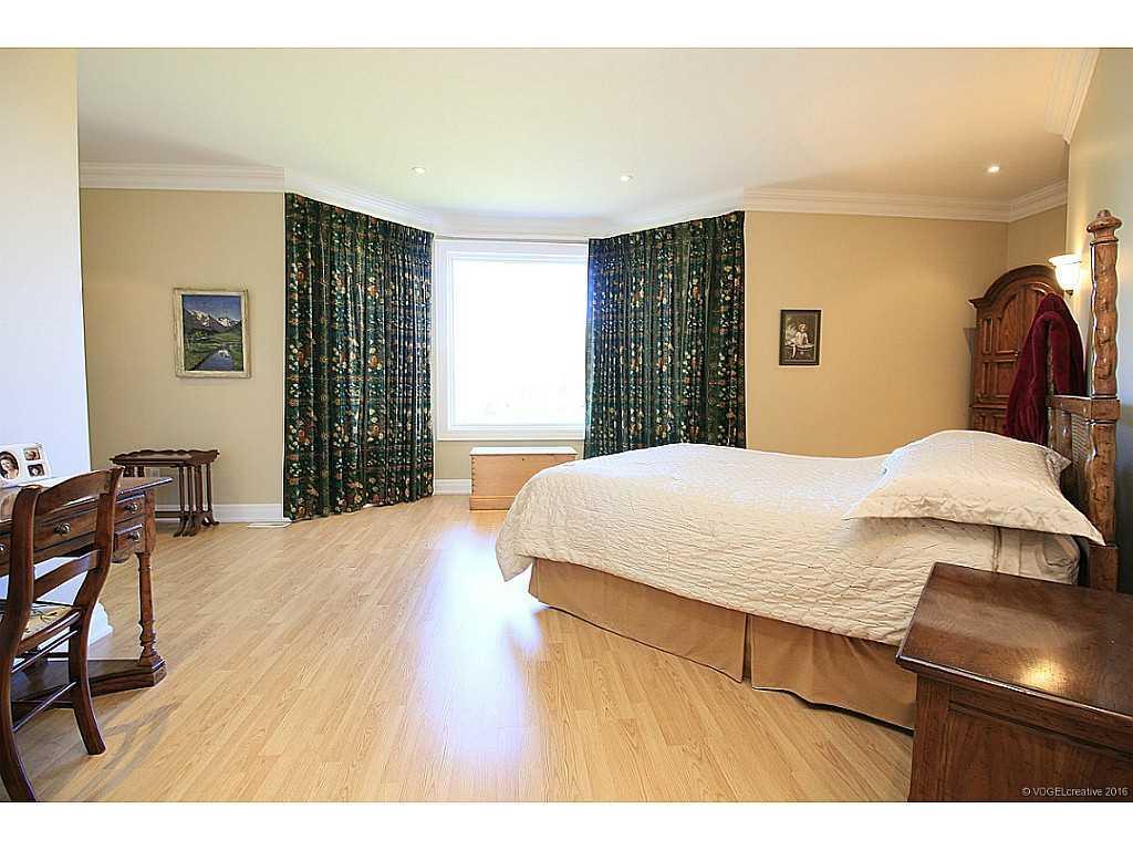 398 #8 Highway - Bedroom.