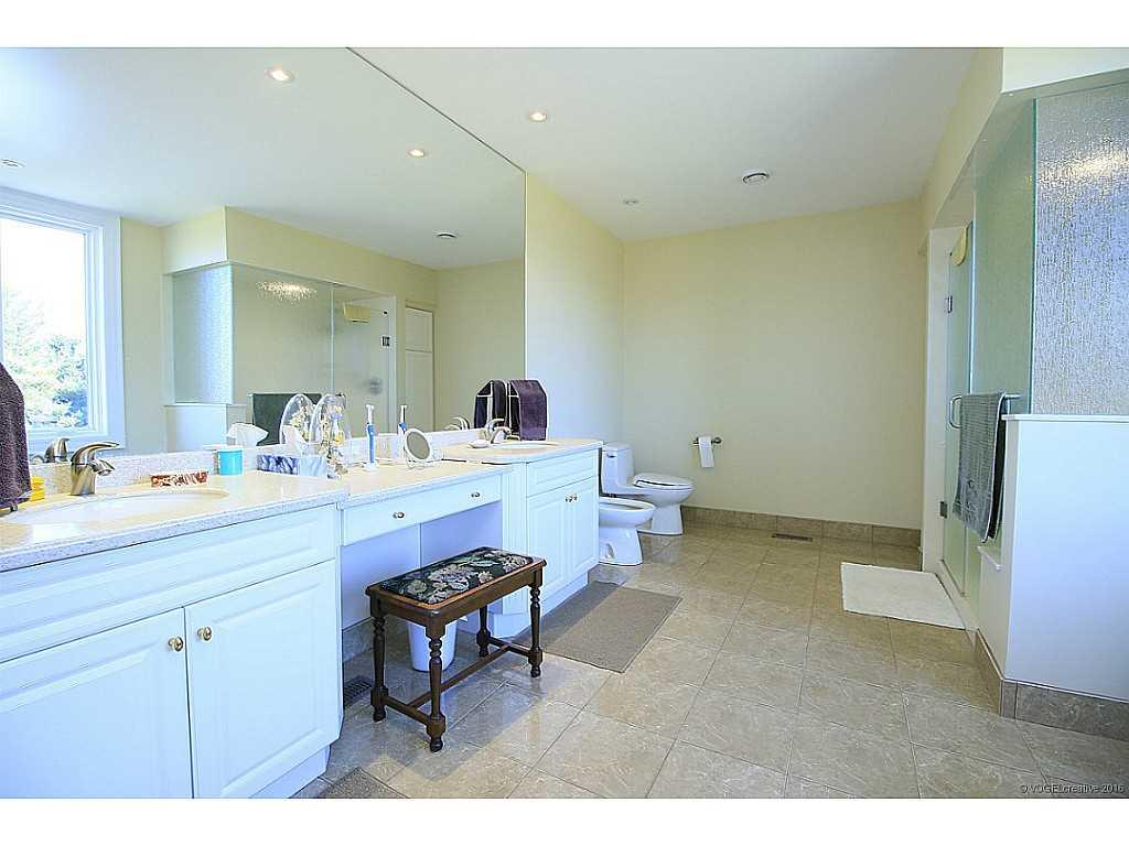 398 #8 Highway - Bathroom.
