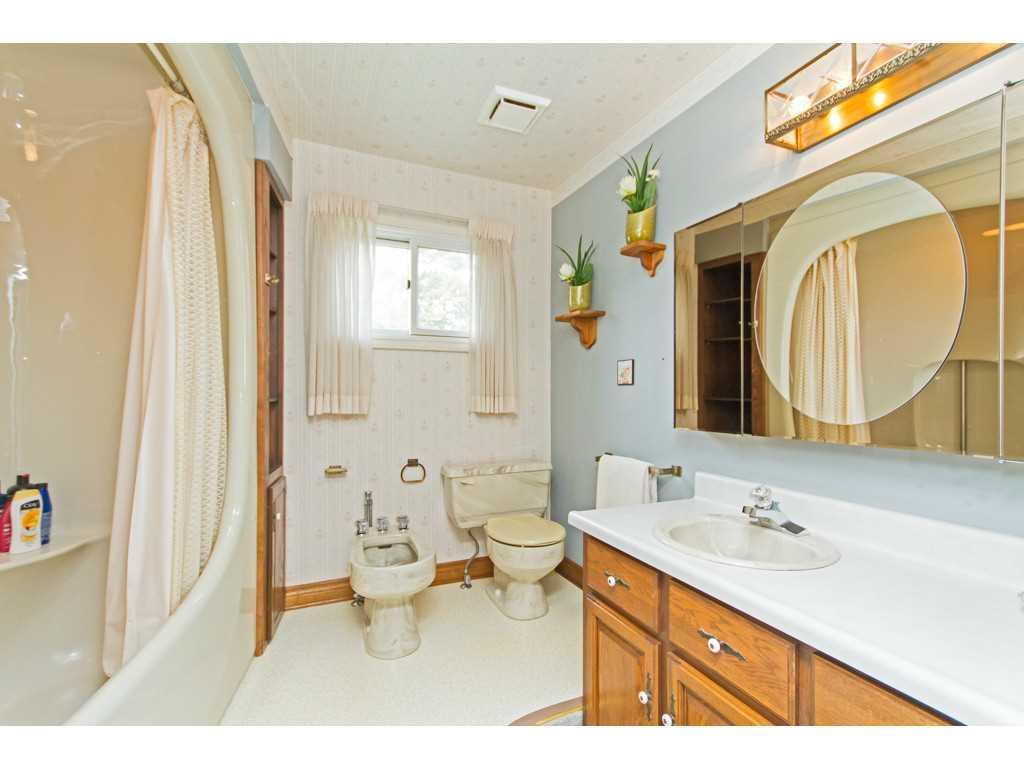 20 Plateau Place - Bathroom.