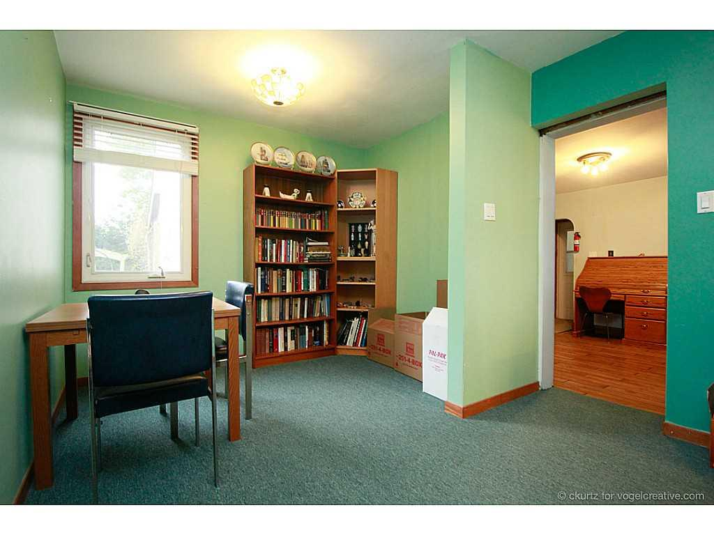 1705 2Nd Conc Road W  - Den/Family/Great Room.