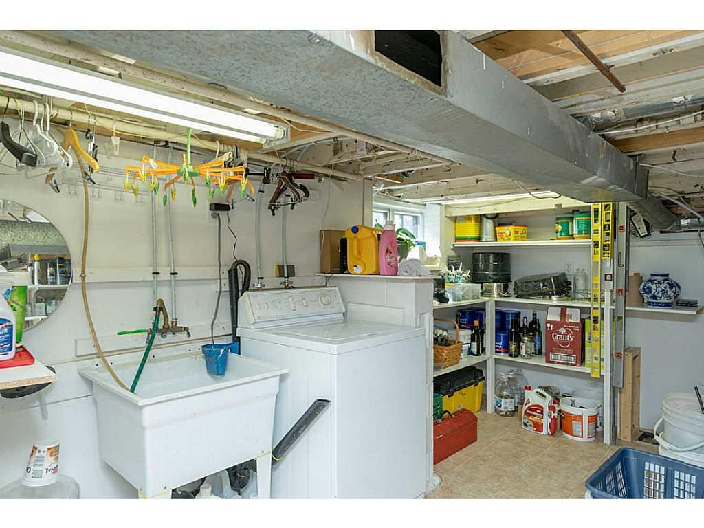 392 Cope Street - Laundry room.