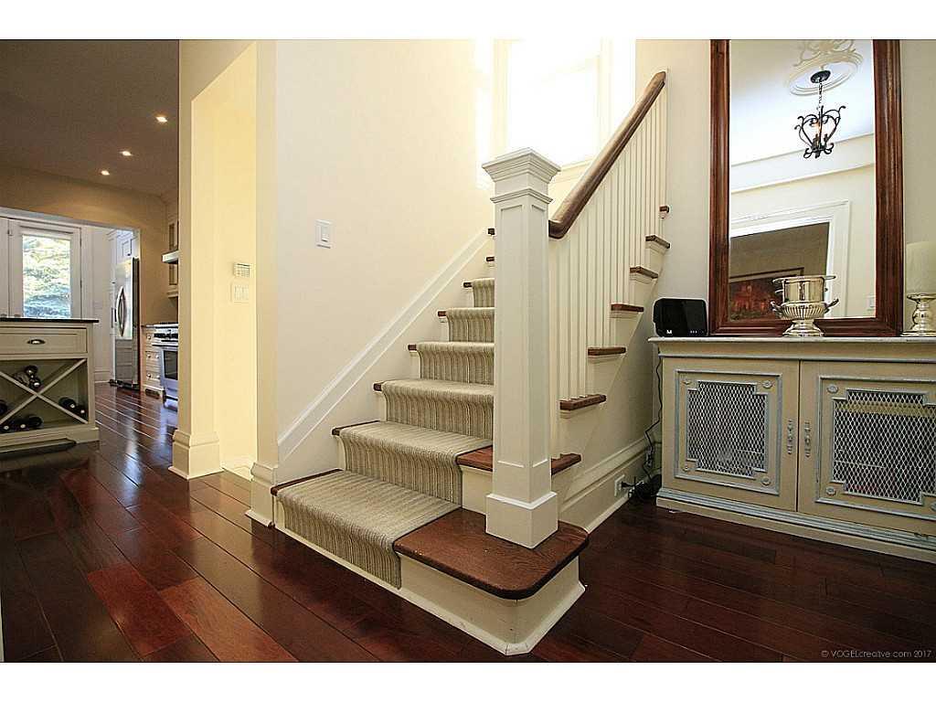 9 Hilton Street - Staircase.