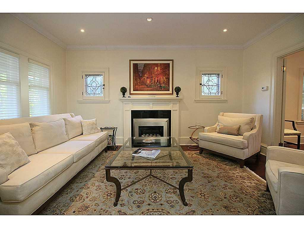 9 Hilton Street - Living Room.