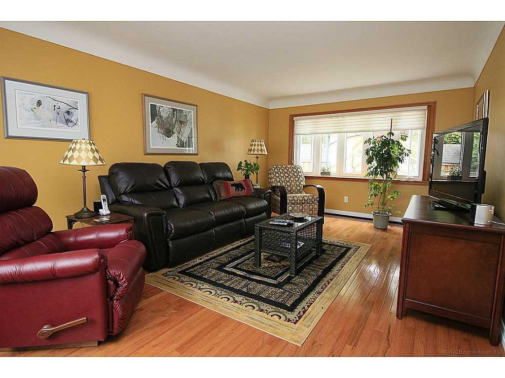46 Kemp Drive - Den/Family/Great Room.