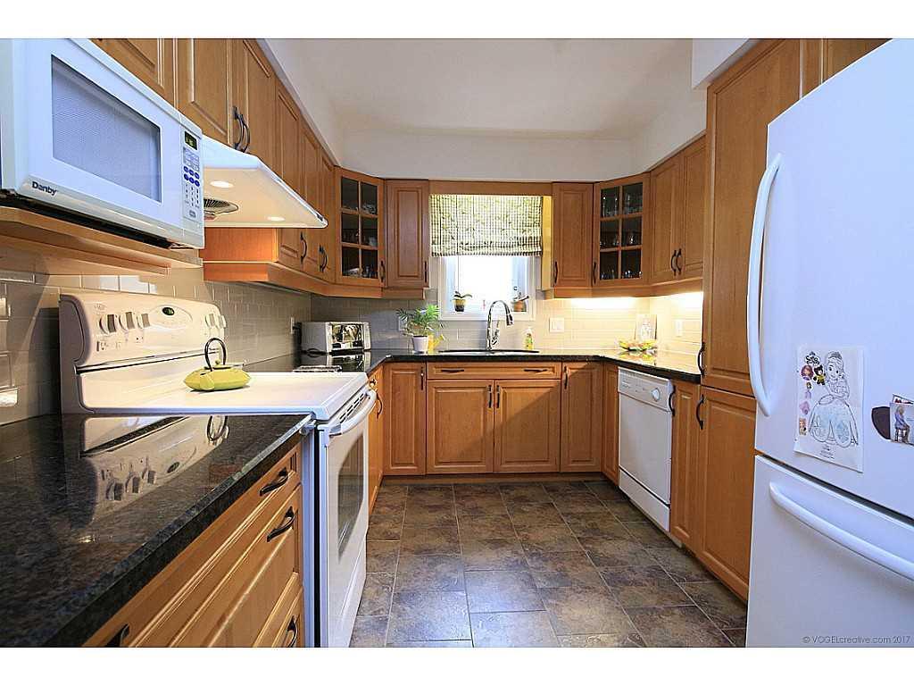 46 Kemp Drive - Kitchen.