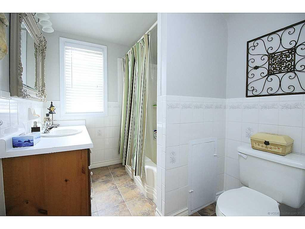46 Kemp Drive - Bathroom.