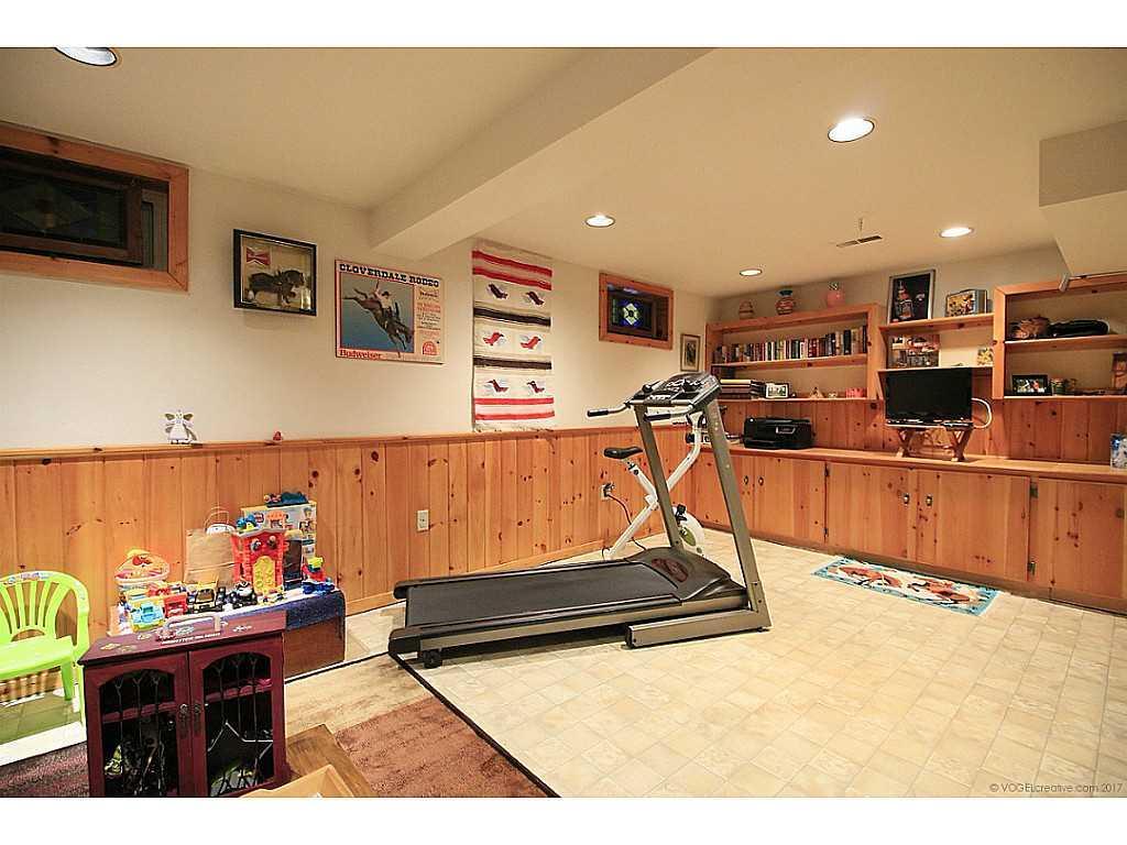46 Kemp Drive - Recreation room.