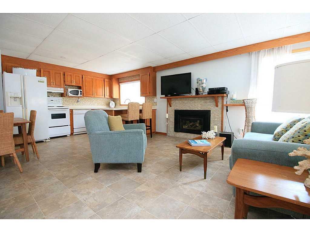 193 Cedar Drive - Living Room.