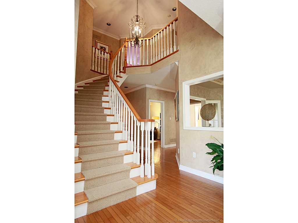 38 Winegarden Trail - Foyer.