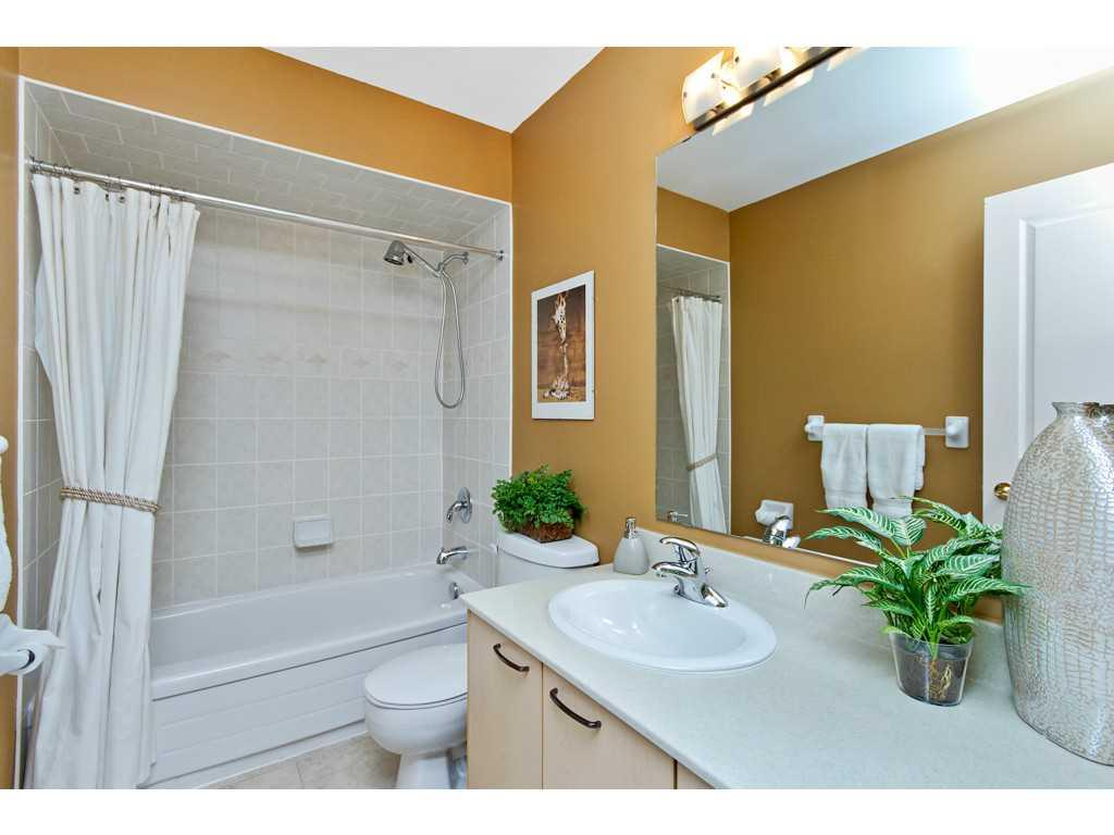 7-71 Sulphur Springs Road - Bathroom.