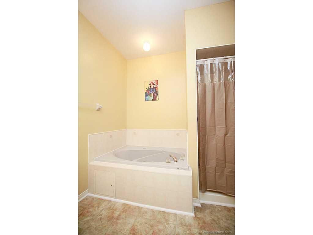 6-10 Davidson Boulevard - Bathroom.