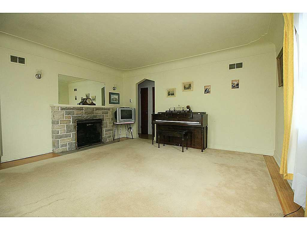 64 Binkley Crescent - Living Room.
