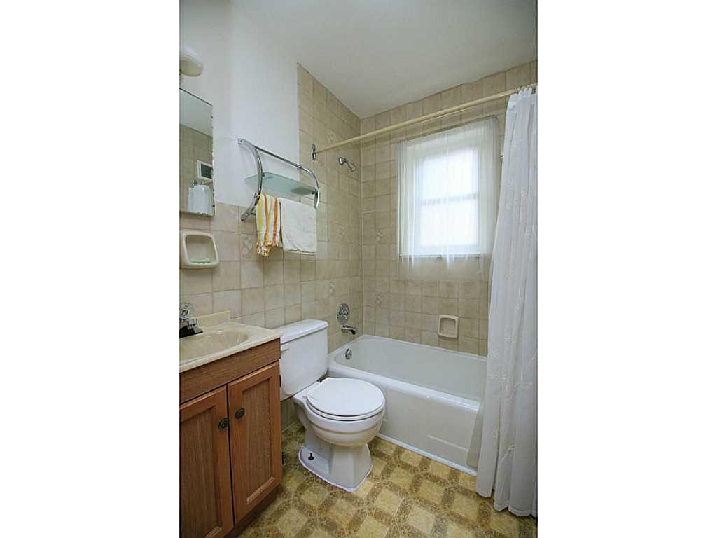64 Binkley Crescent - Bathroom.