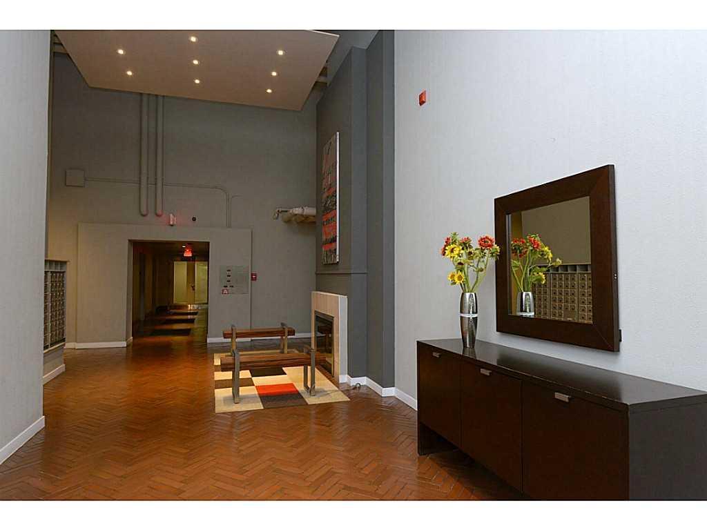 607-66 Bay Street S  - Lobby/Reception.