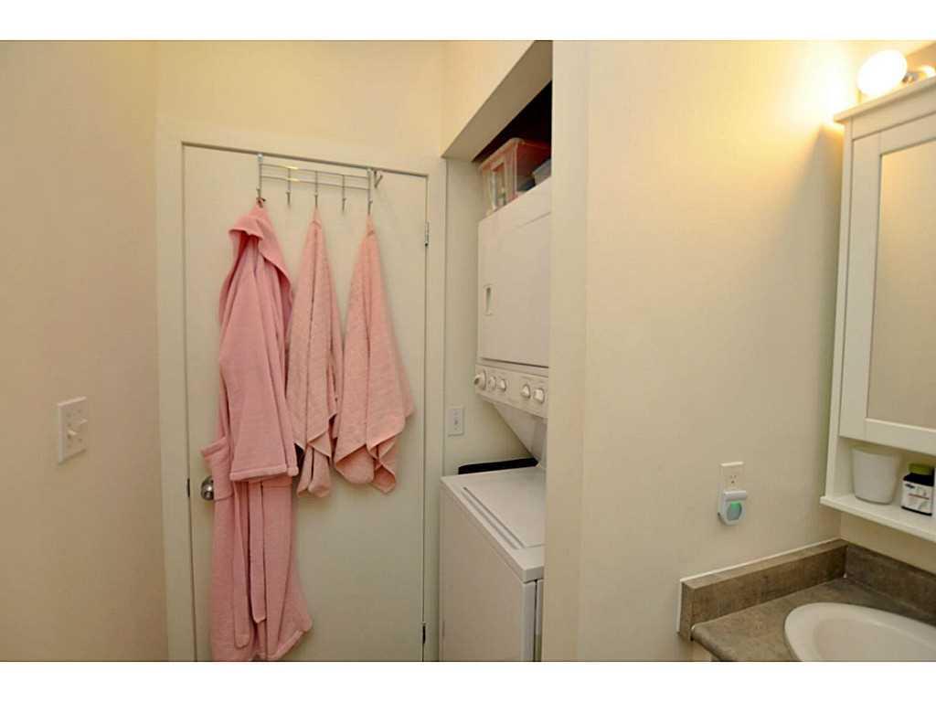 607-66 Bay Street S  - Laundry room.