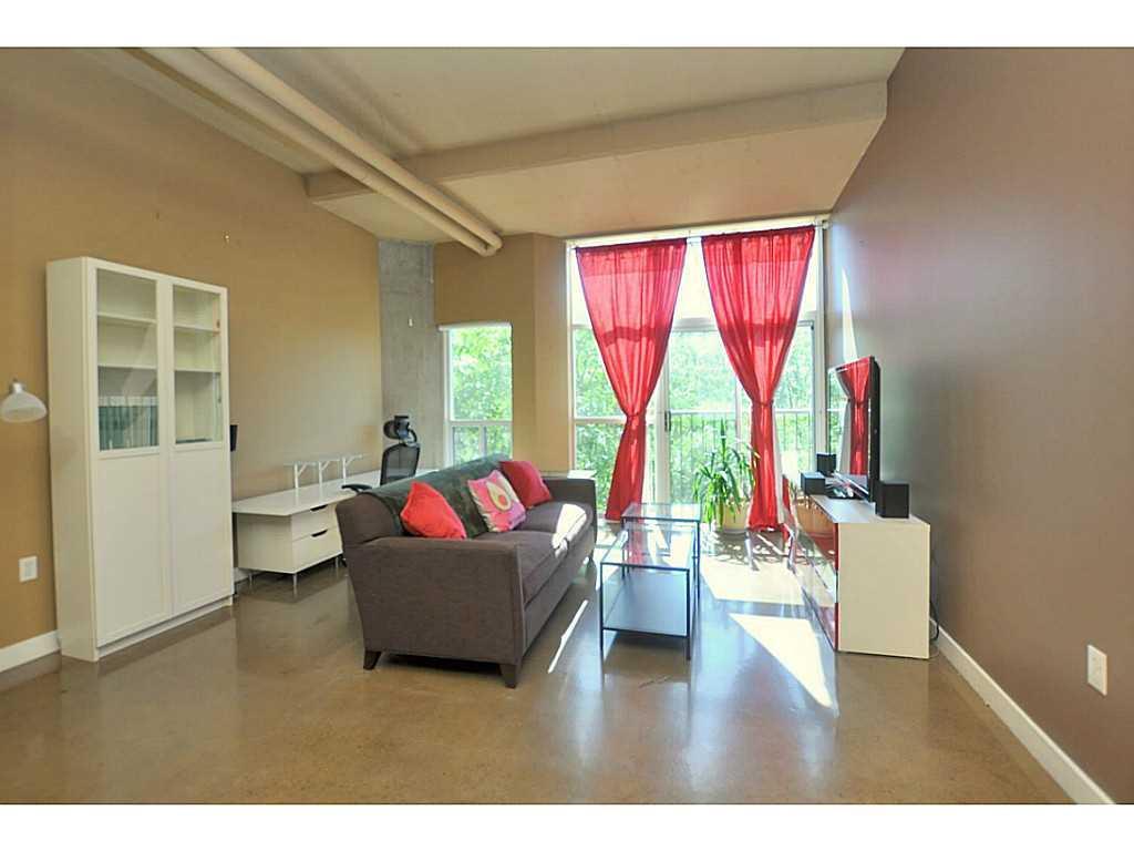 402-66 Bay Street S  - Living Room.