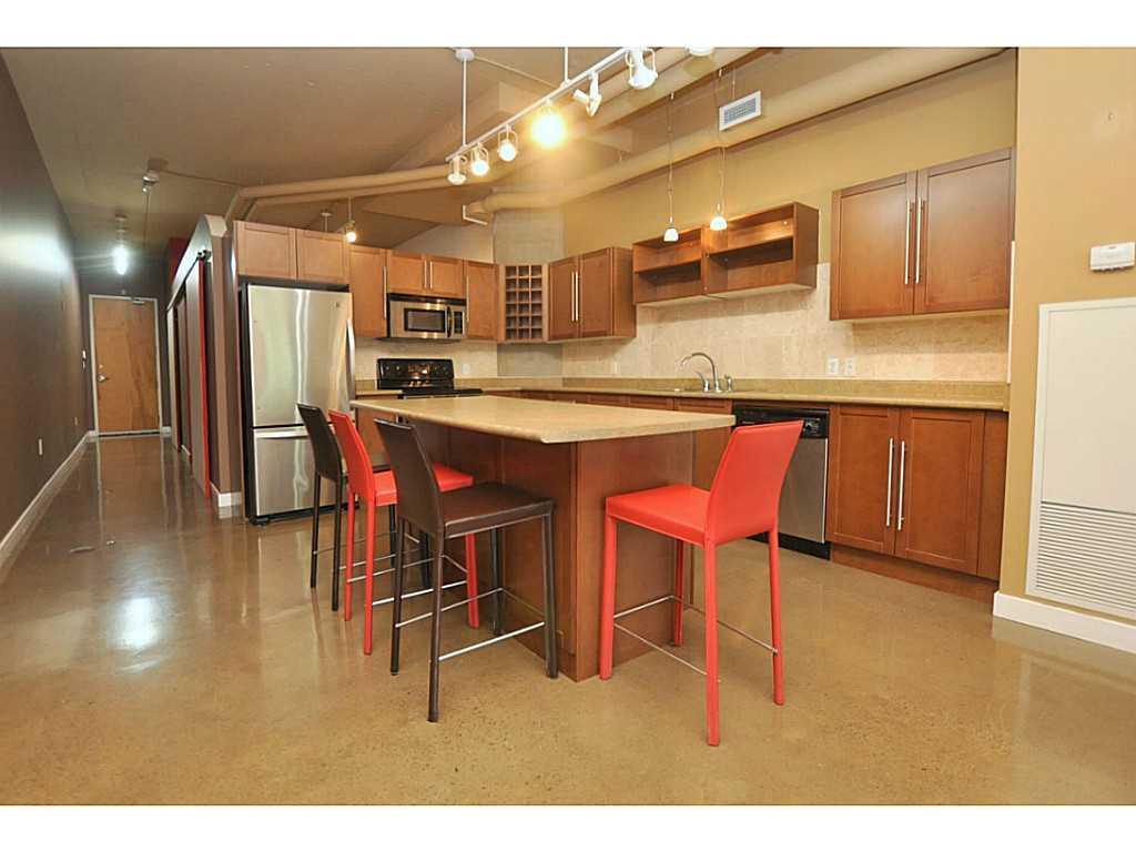 402-66 Bay Street S  - Kitchen.