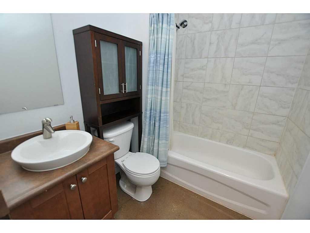 402-66 Bay Street S  - Bathroom.