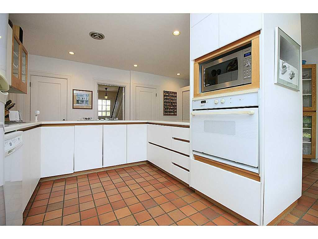 11 Overfield Street - Kitchen.