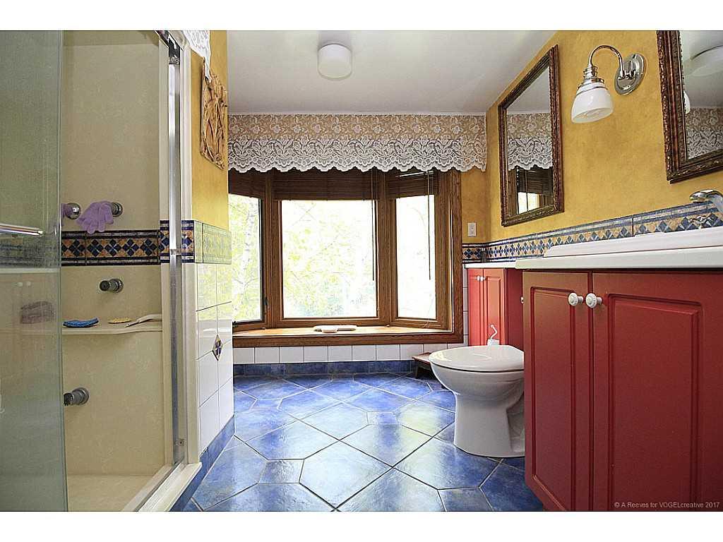 171 Watson's Lane - Bathroom.