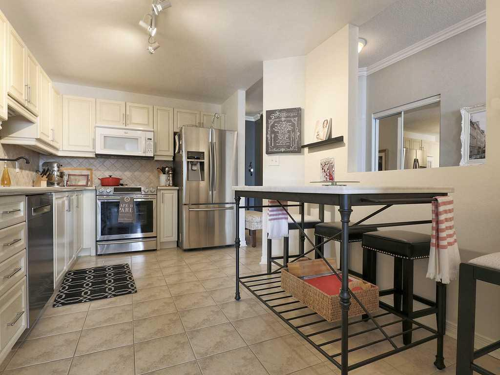 301-4000 Creekside Drive - Dining Room.