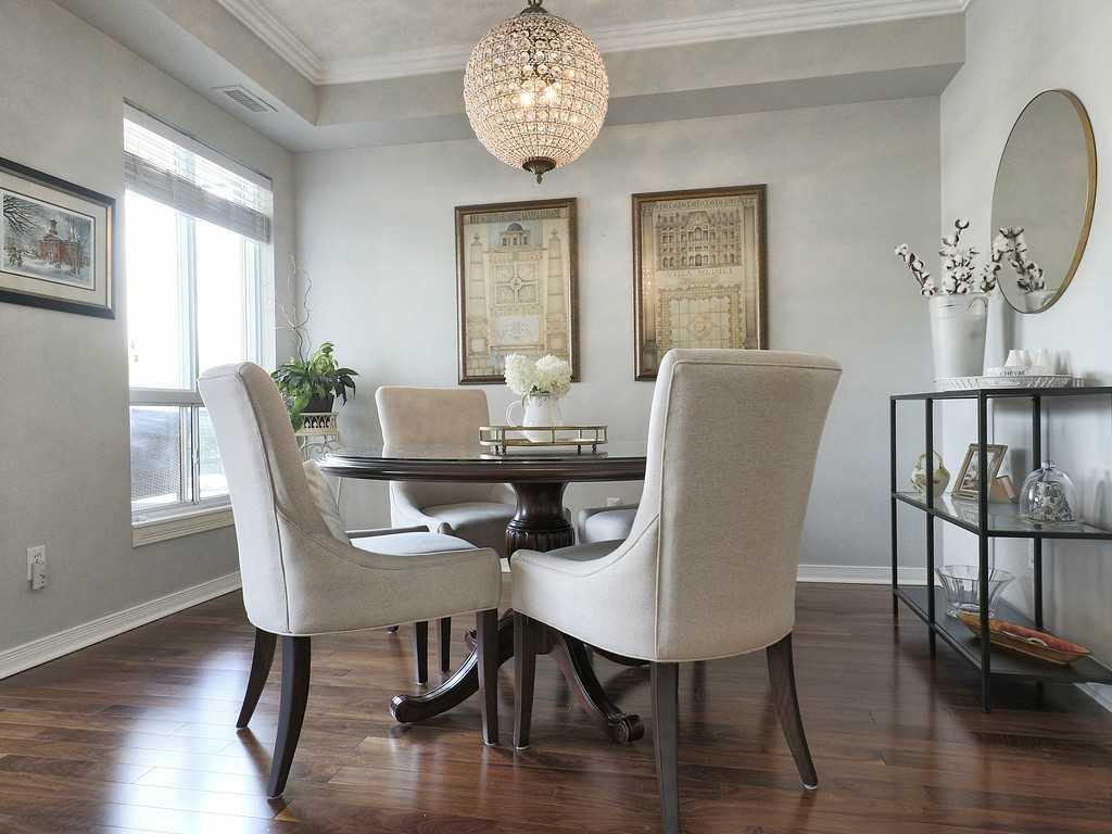 301-4000 Creekside Drive - Living Room.