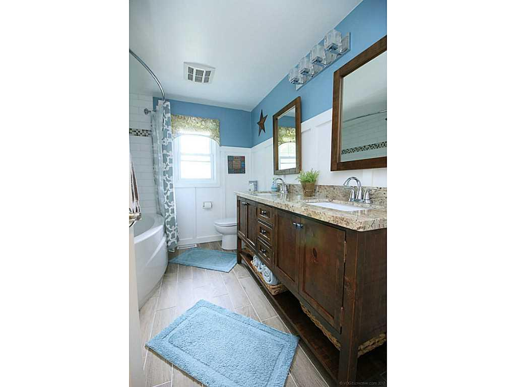 1420 Sawmill Road - Bathroom.