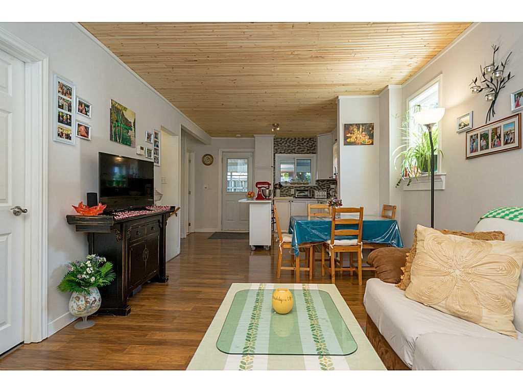 392 Cope Street - Living Room.