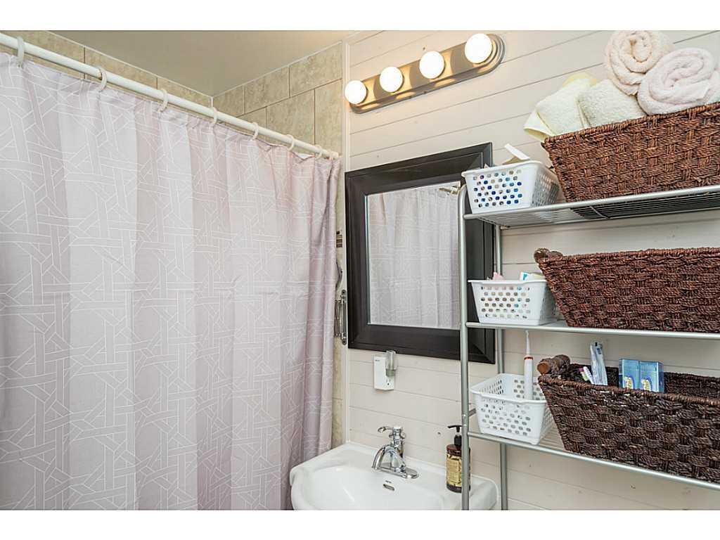 392 Cope Street - Bathroom.