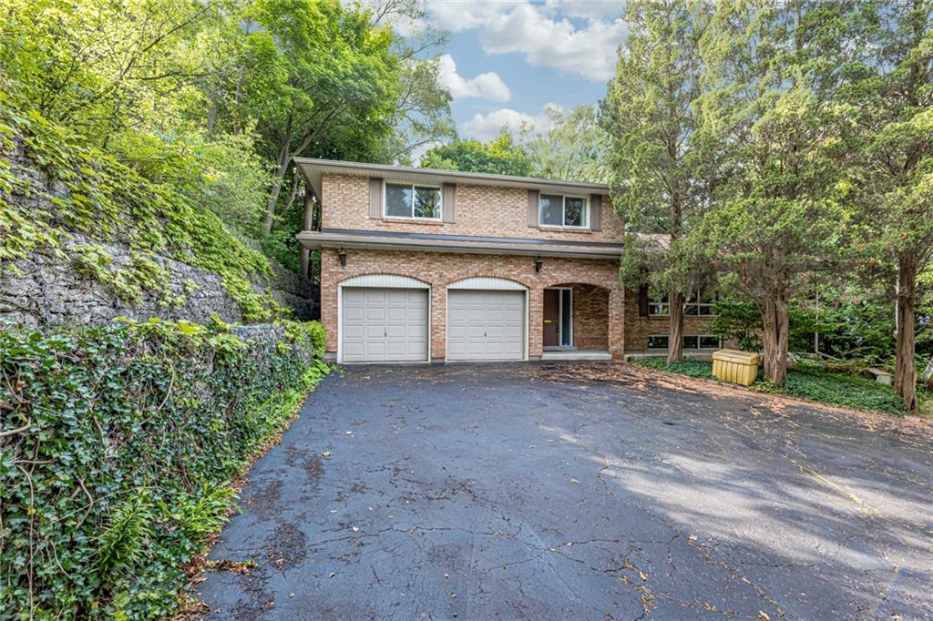 Photo of: MLS# H4062701 230 Governor's Road, Dundas |ListingID=1769