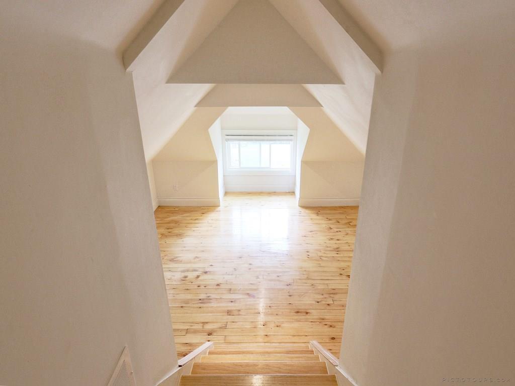 34 Victoria Street - Den/Loft Space