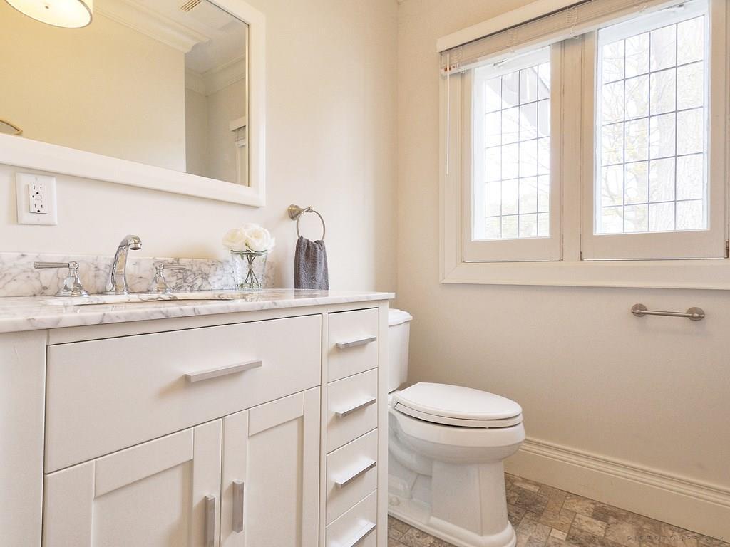 34 Victoria Street - Second Floor Bathroom