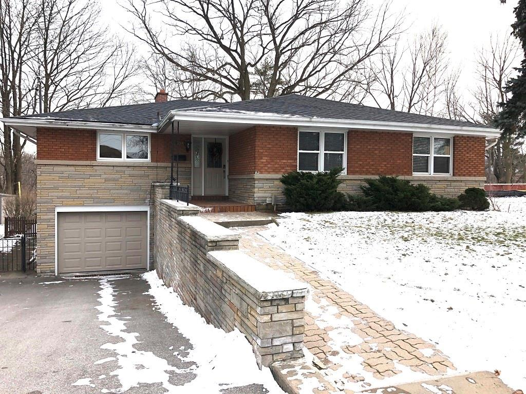 Photo of: MLS# H4070079 109 Grant Boulevard, Dundas