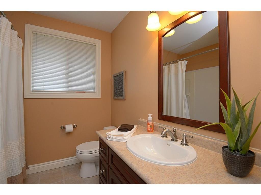 9 Birchbank Boulevard - Bathroom