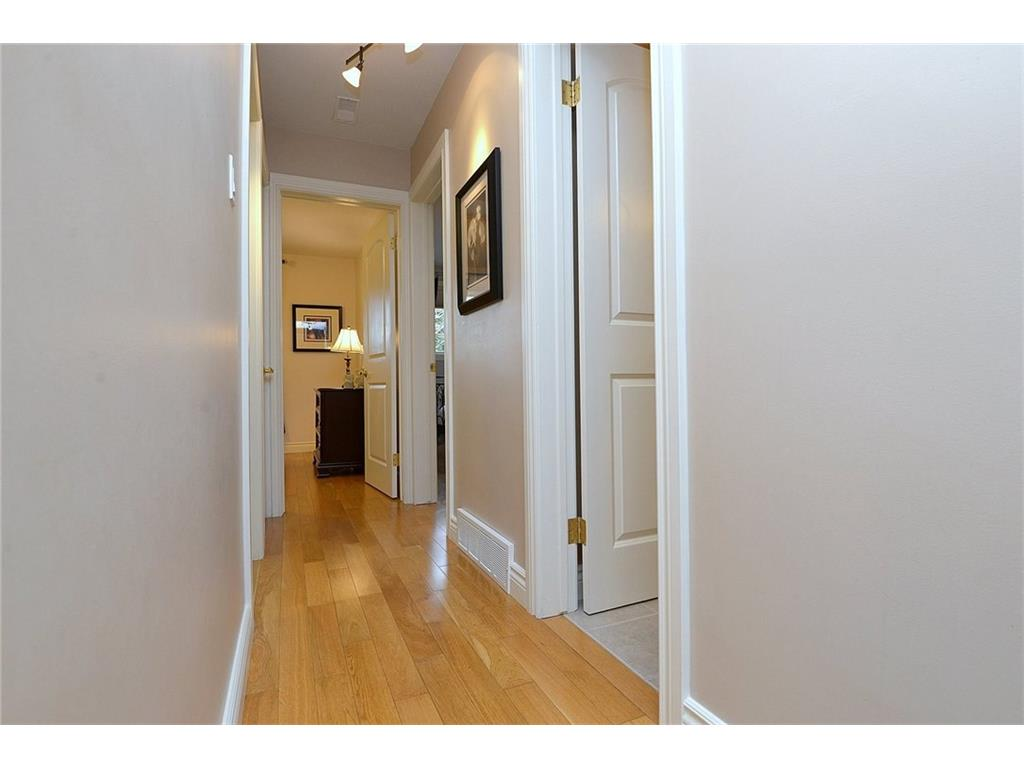 9 Birchbank Boulevard - Hallway