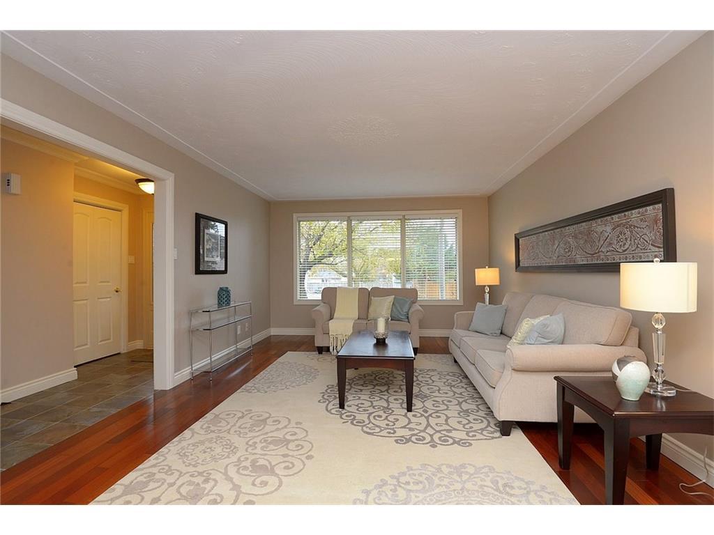 9 Birchbank Boulevard - Living Room