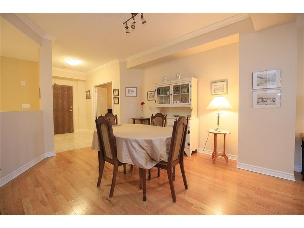 704-3000 Creekside Drive - Dining Room