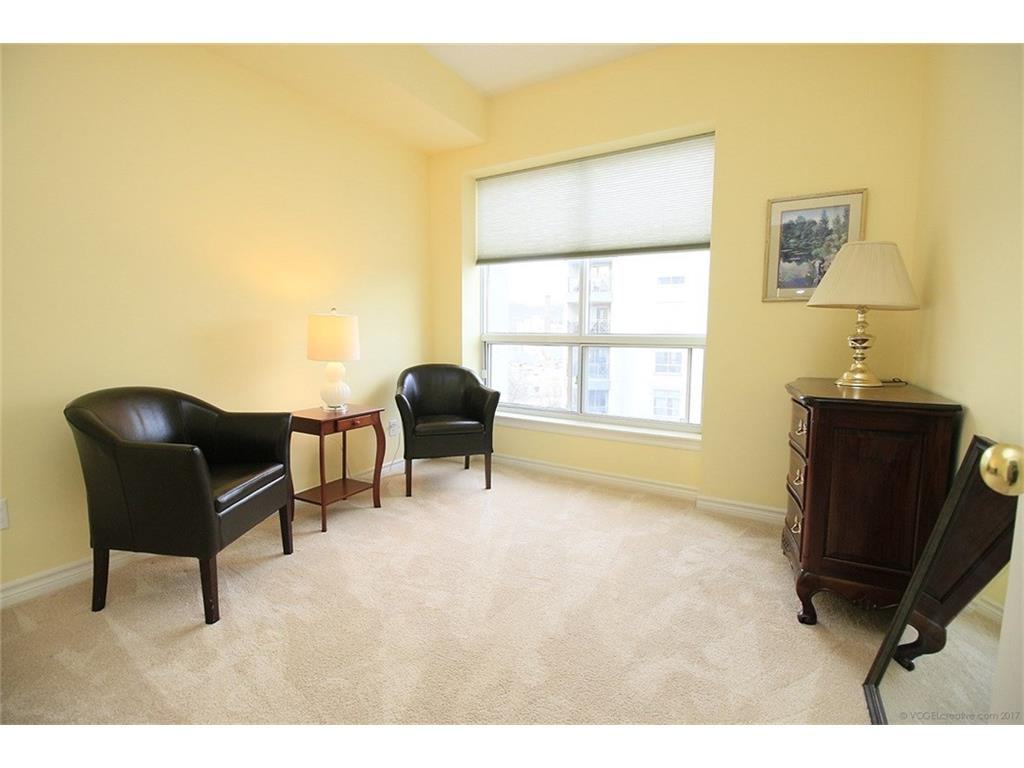 704-3000 Creekside Drive - Bedroom