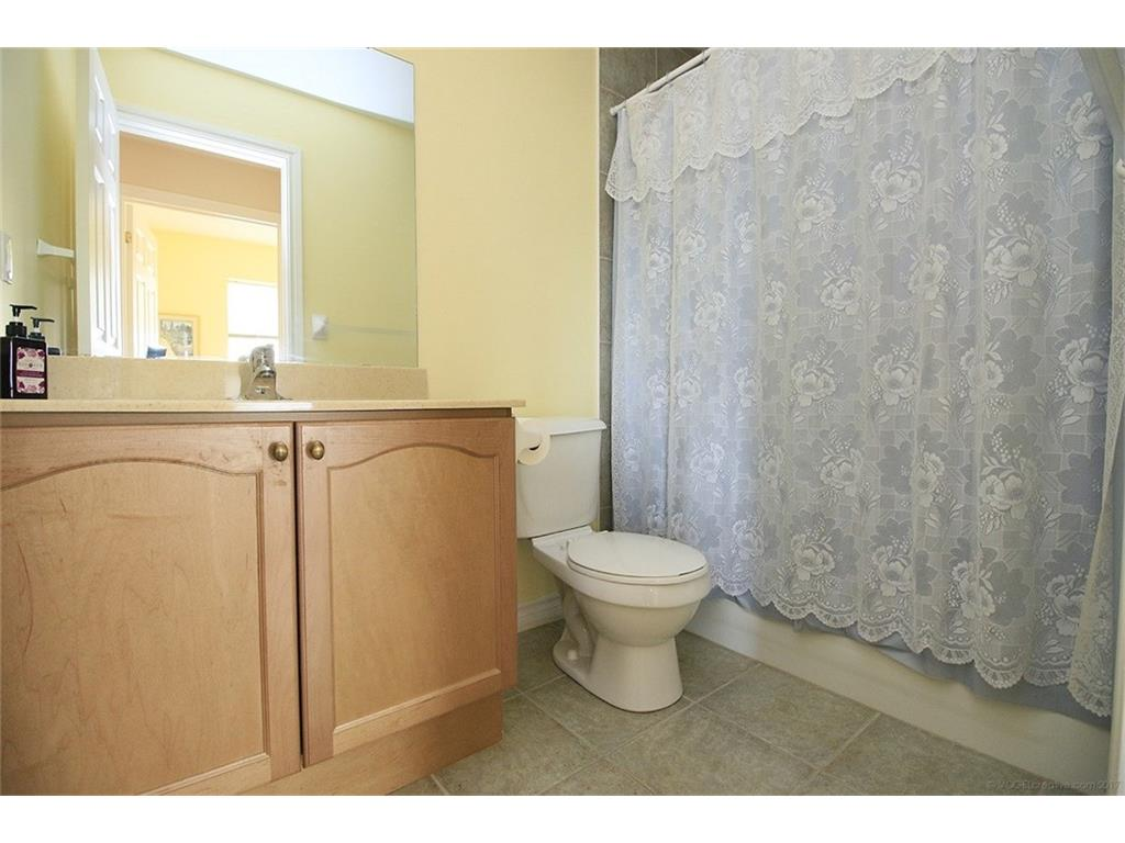 704-3000 Creekside Drive - Bathroom