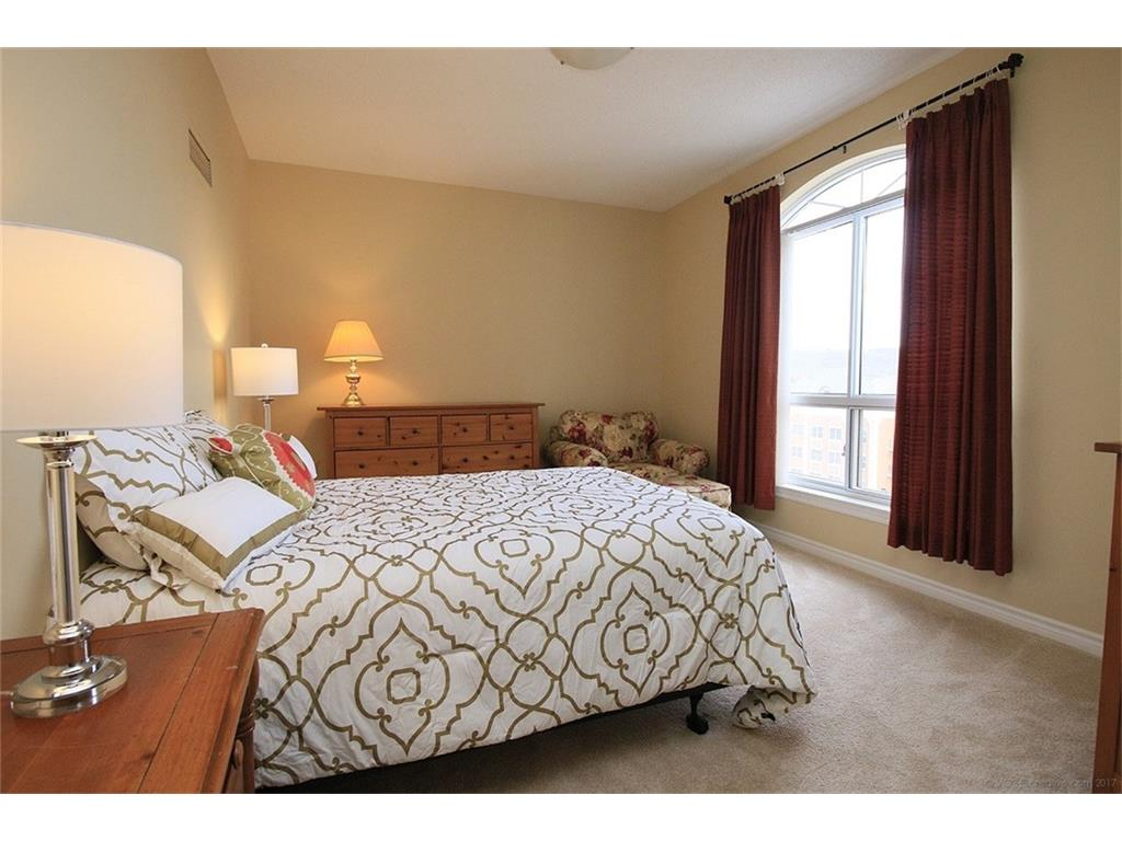 704-3000 Creekside Drive - Master Bedroom