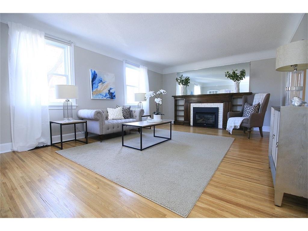 476 Dundurn Street S  - Living Room