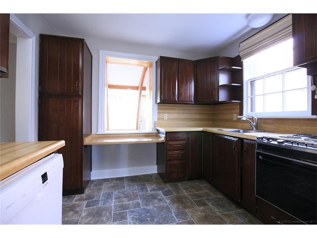 476 Dundurn Street S  - Kitchen